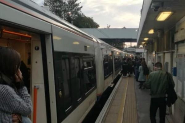 Τρόμος στο Λονδίνο: Επίθεση με μαχαίρι σε σταθμό τρένου
