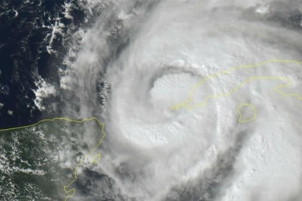 Σε κατάσταση έκτακτης ανάγκης η Φλόριντα - Σε κυκλώνα κατηγορίας 4 αναβαθμίστηκε ο Μάικλ (video)