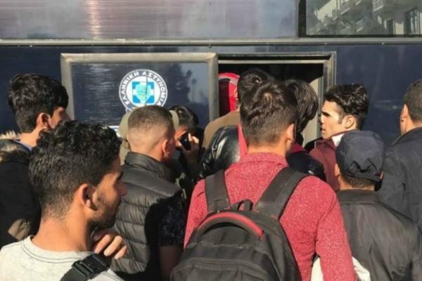 Θεσσαλονίκη: Φεύγουν τελικά από την πλατεία Αριστοτέλους οι μετανάστες!