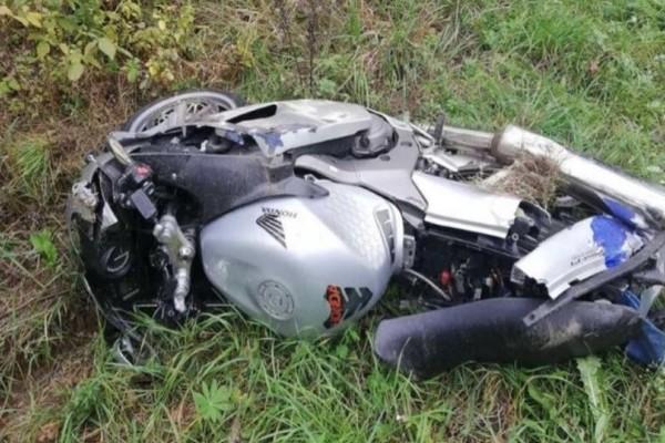 Σοκαριστικό βίντεο: Μοτοσικλετιστής χάνει τη ζωή του σε τροχαίο!