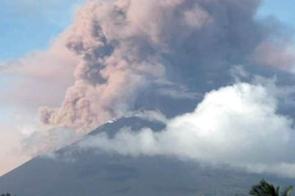 Νέο «χτύπημα» στην Ινδονησία: «Ξύπνησαν» δύο ηφαίστεια πέντε μέρες μετά το φονικό σεισμό!