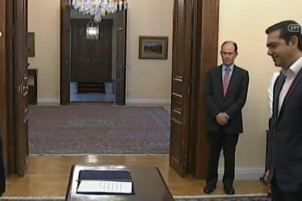 Ορκίστηκε υπουργός Εξωτερικών ο Τσίπρας! (video)