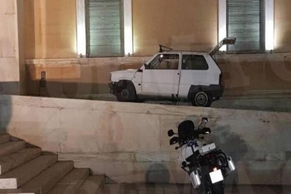 Αυτό είναι το αυτοκίνητο που εισέβαλε στο προαύλιο της Βουλής! Τύφλα από το ποτό ο οδηγός