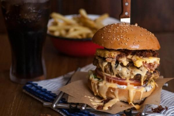 Pax Burgers: Τα πιο λαχταριστά μπέργκερ της Θεσσαλονίκης τώρα και στην... Αθήνα!