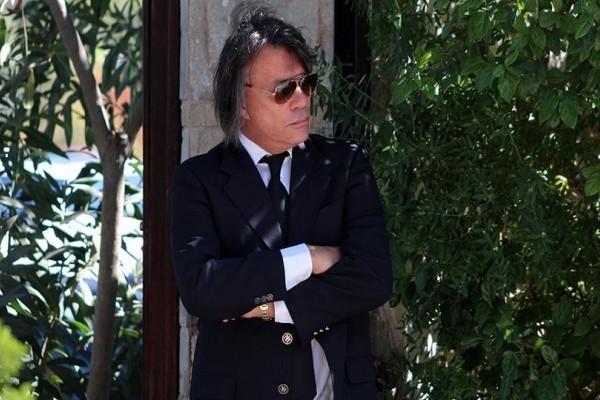 Απίστευτη καταγγελία για τον Ηλία Ψινάκη! - Ο δήμαρχος Μαραθώνα συνοδεύεται από... μια στρατιά αστυνομικούς!