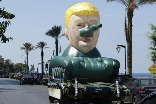 Ο Τραμπ τώρα και σε τεθωρακισμένο! Κυκλοφορεί στους δρόμους του Λιβάνου (photos)