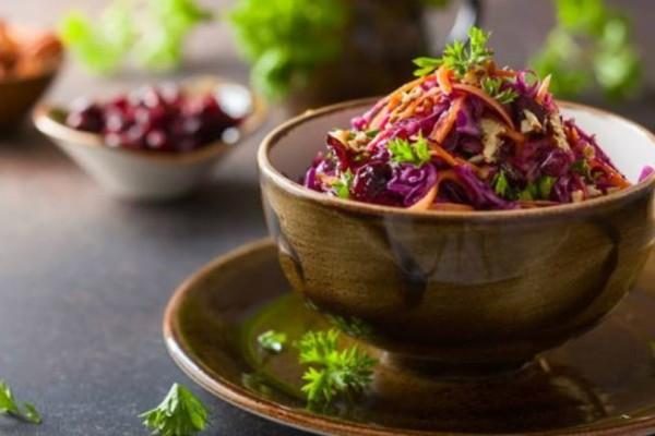 Σαλάτα με κόκκινο λάχανο και ρόδι