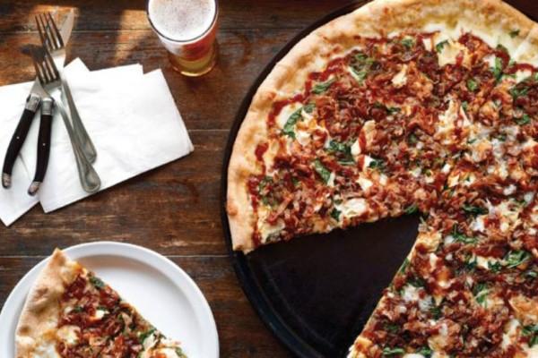 Λαχταριστή πίτσα με μανιτάρια και ζαμπόν