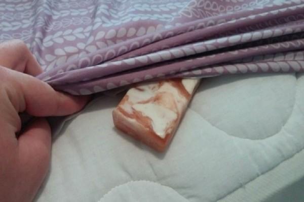 Πριν κοιμηθείτε βάλτε ένα σαπούνι κάτω από τα σεντόνια! - Δεν φαντάζεστε τον θαυματουργό λόγο!