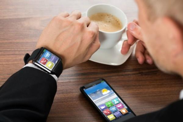«Εκτοξεύθηκαν» οι πωλήσεις smartwatches παγκοσμίως