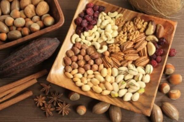 Ποιος ξηρός καρπός διώχνει «άμεσα» τον πονοκέφαλο καλύτερα και από την ασπιρίνη;