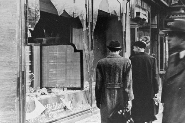 Σαν σήμερα στις 09 Νοεμβρίου το 1938 έγινε το πρώτο μαζικό πογκρόμ εναντίον των Εβραίων στη Γερμανία!