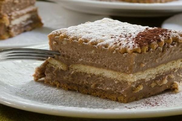 Σοκολατένιο γλυκό με μπισκότα και μερέντα!