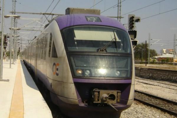 Σοκ στον Άγιο Στέφανο: Τρένο παρέσυρε γυναίκα!