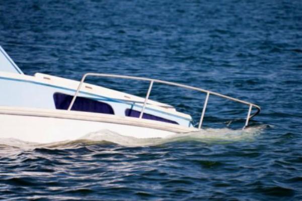Απίστευτη τραγωδία: Δεκάδες νεκροί από ανατροπή υπερφορτωμένου σκάφους