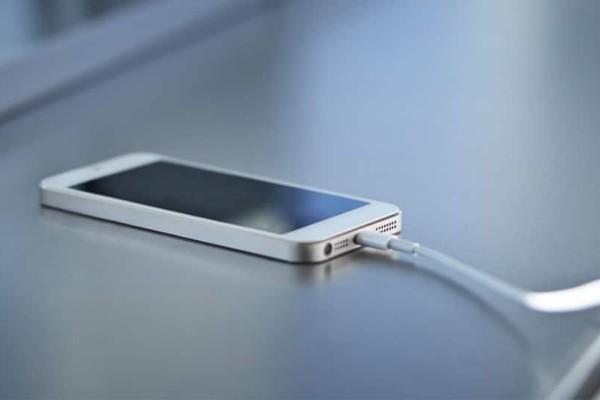 Δεν φορτίζει το κινητό σου; Μπορεί να μη φταίει η μπαταρία!