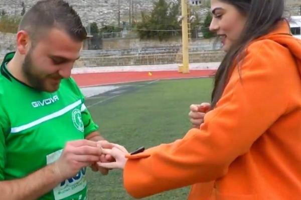 Κάλυμνος: Πρόταση γάμου μέσα στο γήπεδο στην αγαπημένη του!