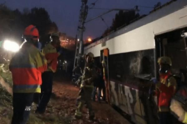 Εκτροχιασμός τρένου στη Βαρκελώνη με έναν νεκρό και 5 τραυματίες!