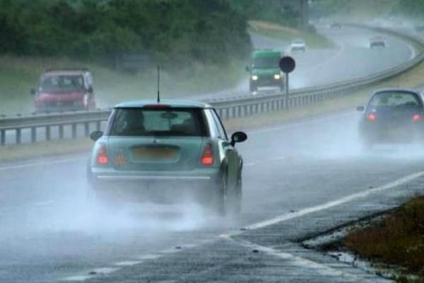Δώστε βάση: Τι να προσέχουμε στην οδήγηση όταν ο καιρός χαλάει;