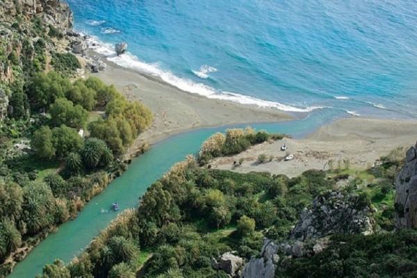 Είναι εντυπωσιακή και θυμίζει Αφρικανική όαση! - Αυτή είναι η πιο παράξενη παραλία της Ελλάδας! (Photos)