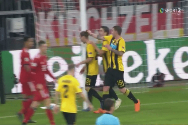 Παίκτες της ΑΕΚ αρπάχτηκαν την ώρα του ματς! Τον τράβηξε από το μαλλί! (video)