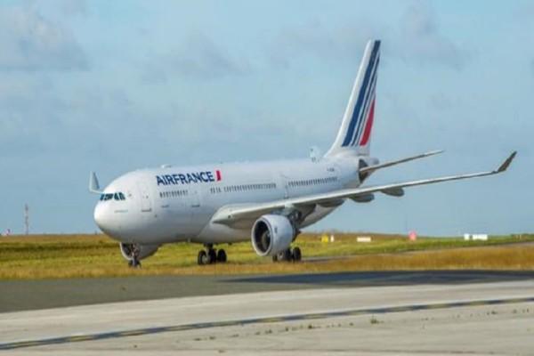 Αεροσκάφος της Air France κάνει αναγκαστική προσγείωση!