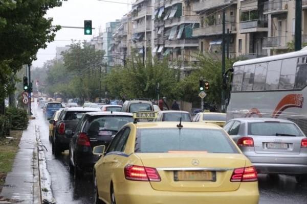 Απίστευτη ταλαιπωρία για τους οδηγούς εξαιτίας της κακοκαιρίας! - Μποτιλιάρισμα χιλιομέτρων στον Κηφισό!