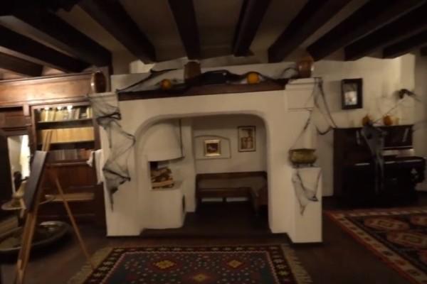 Τρομακτικό βίντεο: Μπήκαμε βράδυ στο σπίτι του Δράκουλα!