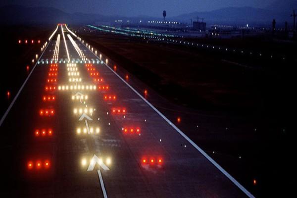 Συναγερμός στο Ελευθέριος Βενιζέλος! Αεροπλάνο πήγε να προσγειωθεί σε κτήρια...