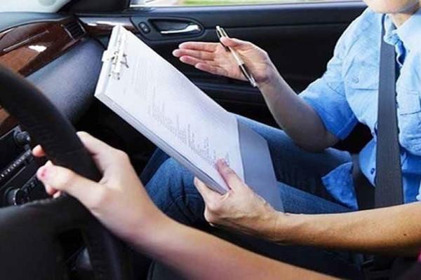 Ελληνάρας: Πήγε να δώσει για δίπλωμα οδήγησης με... σκονάκια!