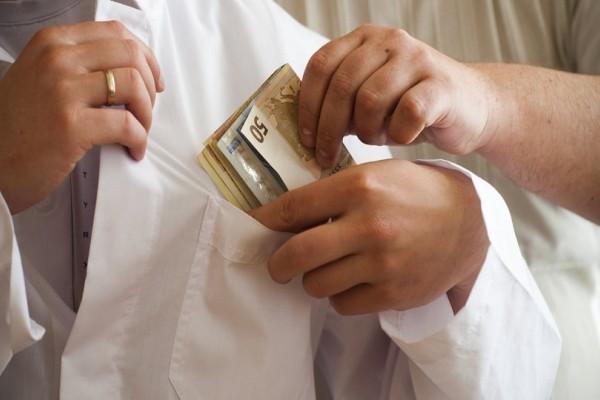 Συνελήφθη γιατρός που ζήτησε φακελάκι 600 ευρώ!
