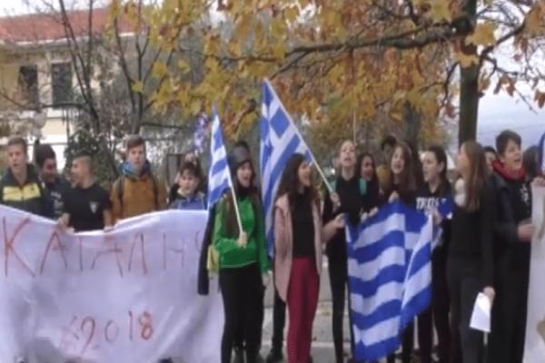 Απίστευτο σκηνικό στις Σέρρες: Γυμνασιάρχης έσπασε τζαμαρία σε υπό κατάληψη σχολείο! (Video)