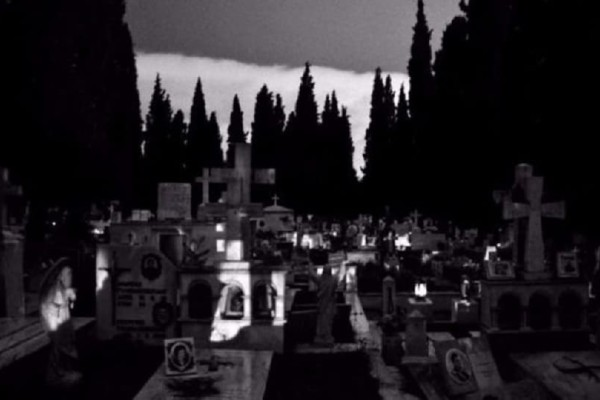 Τρομακτικό: Παρακολουθούσε την πρώην του μεσάνυχτα στο νεκροταφείο!