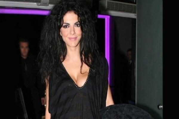 Μαρία Σολωμού: Η ηθοποιός ποζάρει γυμνή και μοιράζει «εγκεφαλικά»!