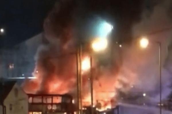 Συναγερμός στο Λονδίνο: Πυρκαγιά σε αμαξοστάσιο!
