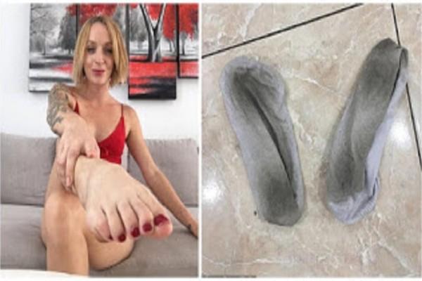 Όντως τώρα; Μοντέλο βγάζει 100.000 το χρόνο πουλώντας τις άπλυτες κάλτσες της!