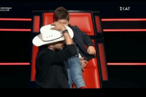 Έκπληξη στο The Voice! Ο γιος παίκτριας έκανε ντου στο πλατό! (Βίντεο)
