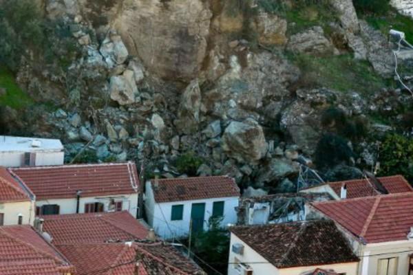 Συναγερμός στη Λέσβο: Εκκενώνεται οικισμός στο Πλωμάρι!