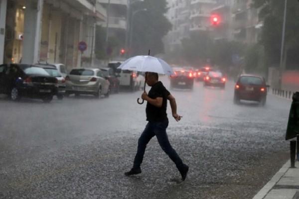 Βροχερός και συννεφιασμένος προβλέπεται ο καιρός σήμερα, Παρασκευή! - Πού θα κυμανθεί η θερμοκρασία;