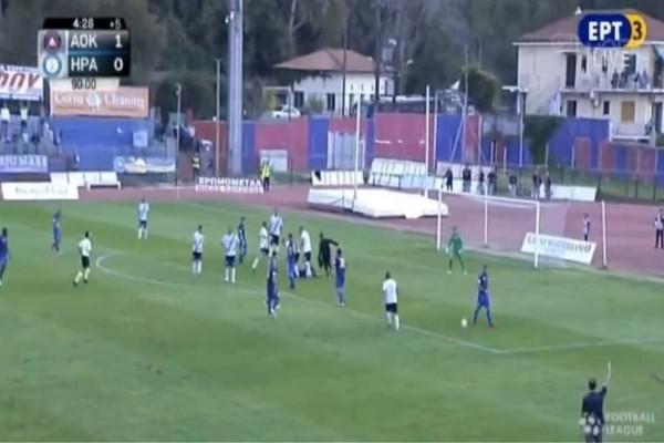 Στην Ελλάδα φυσιοθεραπευτής μπαίνει στο γήπεδο και διακόπτει το ματς! (video)