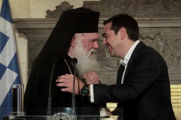 Ο Τσίπρας προχωράει με νόμο: Εξω από το μισθολόγιο του δημοσίου οι ιερείς