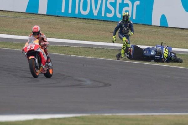 Σοκαριστικό βίντεο: Πουλιά προκάλεσαν ατύχημα σε αγώνα Moto GP!