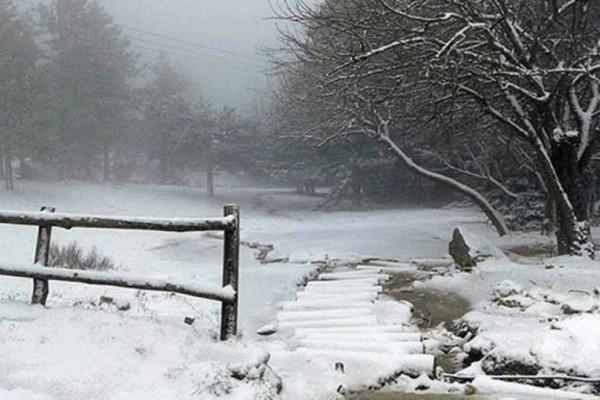Δείτε live που χιονίζει! Μαγικές εικόνες
