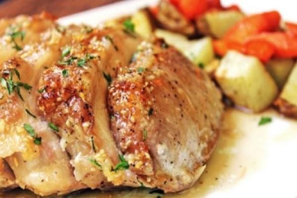 Καραμελωμένο χοιρινό ρολό με πατάτες και καρότα στο φούρνο