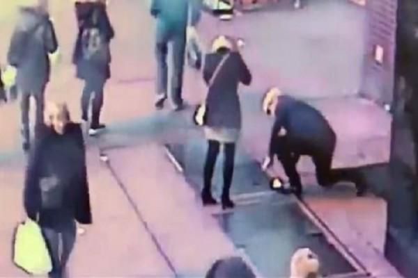 Απίστευτο: Της έκανε πρόταση γάμου στη Νέα Υόρκη, το δαχτυλίδι έπεσε σε υπόνομο, αλλά η αστυνομία το βρήκε!