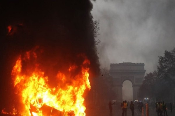 Πόλεμος στο Παρίσι: 92 τραυματίες και εκατοντάδες συλλήψεις!