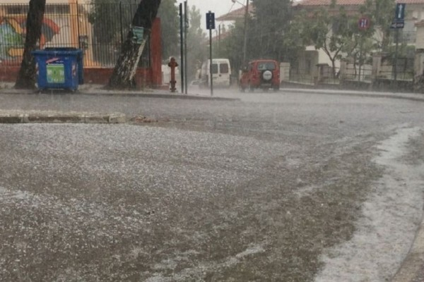 Έντονη χαλαζόπτωση έπληξε την Θεσσαλονίκη! - «Άσπρισαν» οι δρόμοι! (Video)