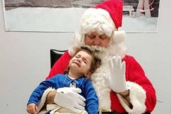Πασίγνωστη Ελληνίδα τραγουδίστρια πήγε για πρώτη φορά το παιδί της στον Άγιο Βασίλη! (photos)
