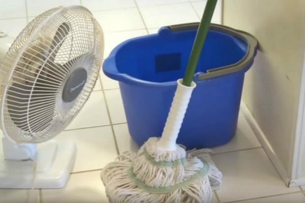 Απίστευτο κόλπο: Πώς θα αρωματίσεις το σπίτι σου με ένα απλό σφουγγάρισμα