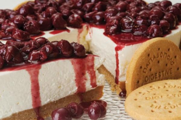 Πανεύκολο cheesecake με γλυκό του κουταλιού βύσσινο